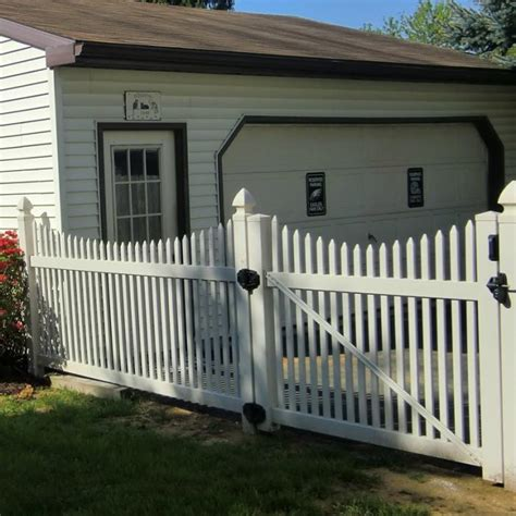 picket fence sections sacramento scalloped vinyl picket fence from vinyl fence