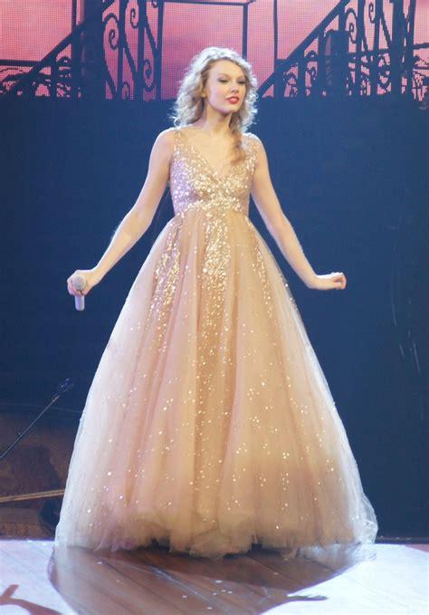 taylor swift princess dress i am wonderstruck wedding dresses pinterest taylor