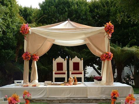 Outdoor mandap perfect for an outdoor wedding. Like it