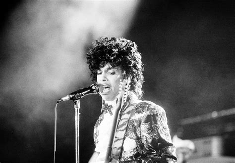 The Black And The White Prince 02 prince dies at paisley park hear the 911 dispatch call