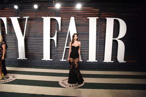 Vanity Fair Bend by Emily Ratajkowski 2016 Vanity Fair Oscar 16