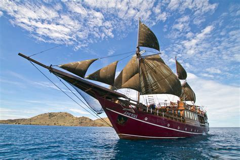 Live aboard: Enchanted Voyage on the Arenui   Scuba Diving