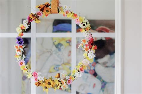 copy cat looks diy spring wreath spring wreath roundup sugar bee crafts