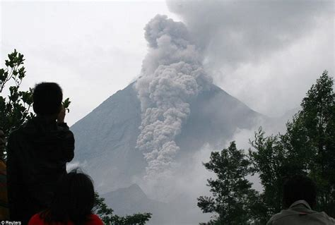 emirates bali volcano indonesia bali prepares for the eruption of mount agung