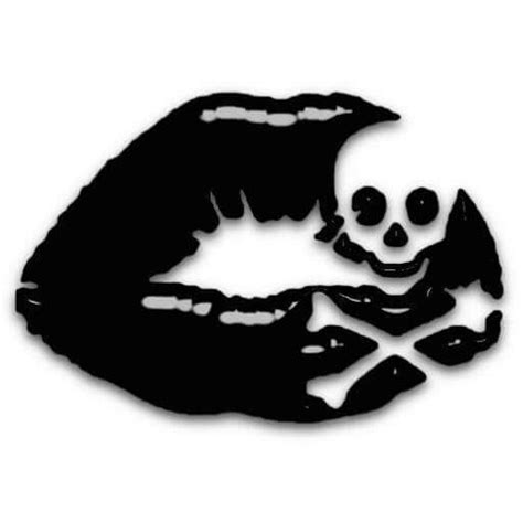 tattoo lips and skull this would be a awesome small tattoo skull art