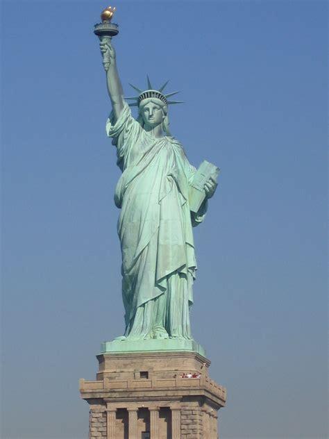 statue of liberty wikipedia file statue de la liberte new york jpg wikimedia commons