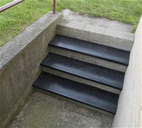 Mats For Outdoor Steps by Outdoor Recycled Rubber Stair Treads Are Outside Rubber