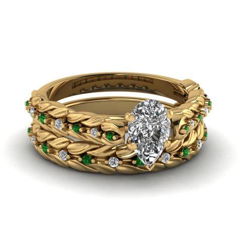 leaf design pear shaped wedding ring set with