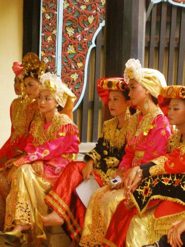 Cincin Cewek Borneo pictures of muslims across the islamic world history