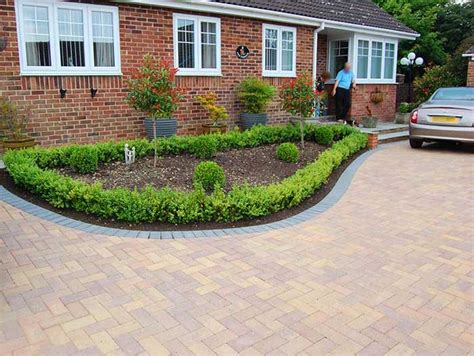 Driveway Garden Ideas Useful Tips For Amazing Driveway Landscaping Landscape Design