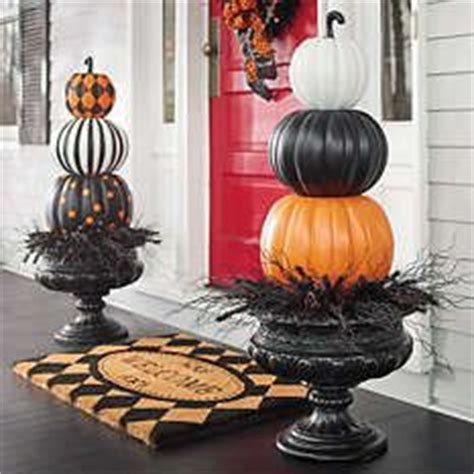 Fake Topiaries For Front Porch - best 25 pumpkin topiary ideas on pinterest fall topiaries fake pumpkins and pumpkin display