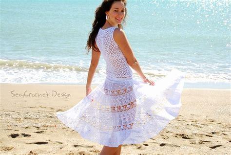 Bonito White Dress un vestido para la playa de estilo ibicenco hecho totalmente a mano de crochet de hilo blanco de