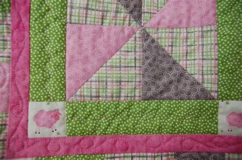 Quilt Borders And Binding by The Domestic Quilter Machine Quilting Binding Pinwheel