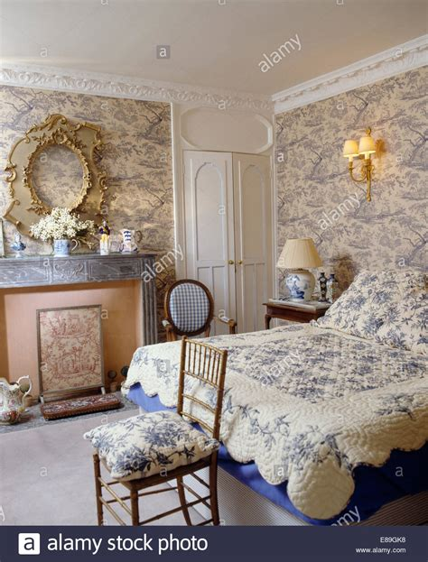 toile wallpaper bedroom blue toile de jouy wallpaper in bedroom with blue floral