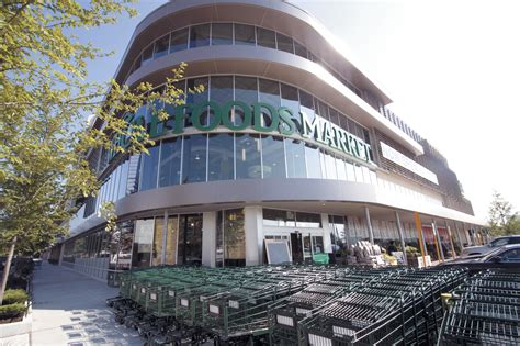 whole foods lincoln and the best grocery stores in chicago for produce and more