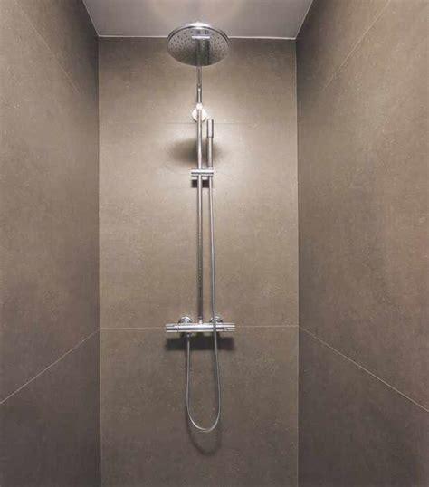 dusche ohne fugen hochwertige baustoffe duschen ohne fliesen fugen