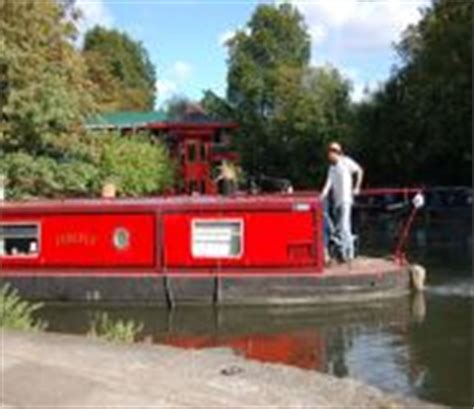 river thames boat hire marlow the river thames guide thames boat hire calmer