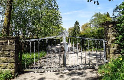 portails de jardin les diff 233 rents types de motorisation de portails battants ou coulissants le construction