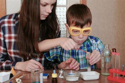 esperimenti di chimica in casa esperimenti su chimica a casa fronte s ragazzo