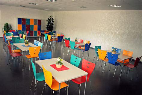 Stühle Preiswert by Sch 195 188 Lerkantine Komplett Tische Und Bunte St 195 188 Hle F 195 188 R