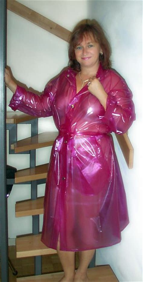 lade in pvc in a transparent purple pvc raincoat regenmantel