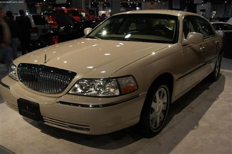 lincoln town car history 2003 lincoln town car pictures history value research