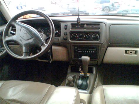 mitsubishi montero sport questions how does the 4 wheel drive work for the 2000 mitsubishi