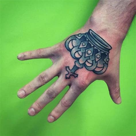 hand krone tattoo von solid heart tattoo