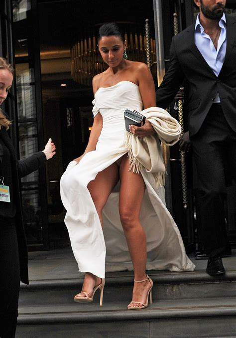 Holly Valance In Entourage Celebrity Oops Moments Upskirts Wardrobe Malfunctions