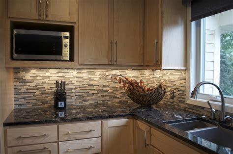 Kitchen Counter Backsplash Ideas by Kitchen Backsplash Idea For Granite Countertop On Small