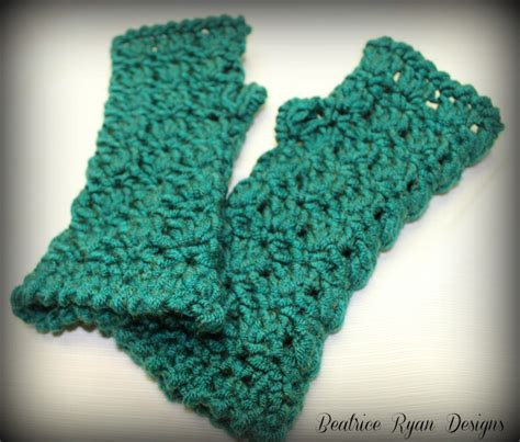 free pattern for crochet fingerless gloves 12 free crochet patterns for fingerless gloves the