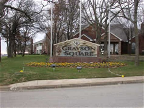 Apartments Grayson Drive Grapevine Tx Colonial At Grapevine Apartments At 2300 Grayson