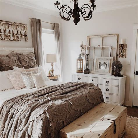 farmhouse bedroom decorating ideas best 25 rustic home decorating ideas on pinterest