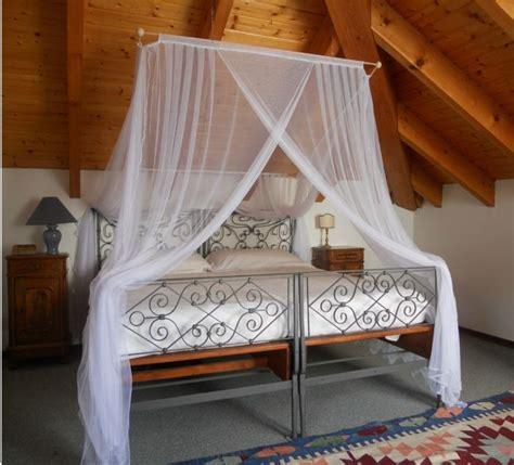 schlafzimmer mit baldachin die besten 25 moskitonetz bett ideen auf
