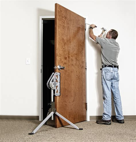 Door Installer by New Rockwell Benchjaws Joins Tools That Make Sense
