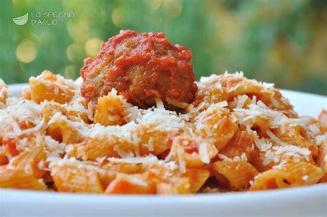 come si cucina la pasta al sugo ricetta pasta al sugo con polpette le ricette dello