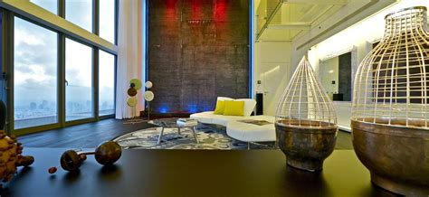 Moderne Wohnaccessoires by The Stunning Sky Penthouse In Israel