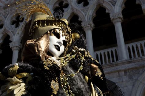 Masker Di Guardian venice carnival causes a sensation world news the guardian