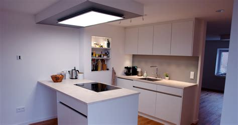 schmales küchen design mit insel beleuchtung k 252 che arbeitsplatte