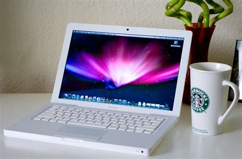 Second Laptop Apple Macbook White neogaf march up post real pics or ban page 20