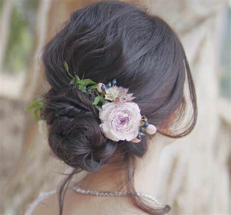 acconciature con fiori freschi acconciature sposa con fiori tra i capelli 11 idee per la