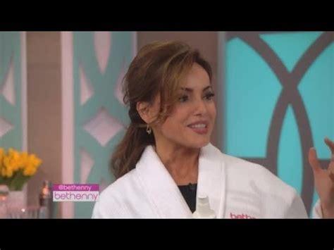 lisa robertsons contract not renewed qvc s lisa robertson 3 beauty buys to turn your bathroom