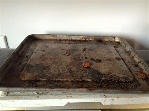 Comment Nettoyer Une Plaque De Four Tres Sale l astuce pour nettoyer sans frotter une plaque 224 biscuit
