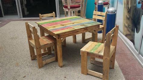 mesas y sillas cing muebles hechos con palets 100 ideas para el hogar