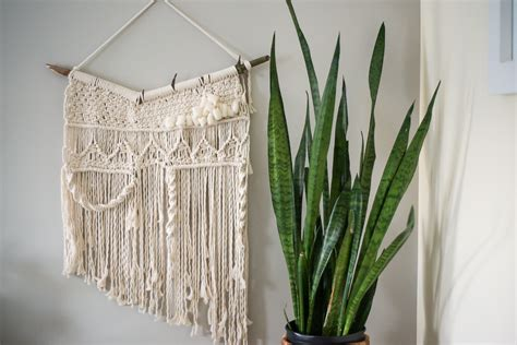 Simple Macrame - learn three basic macrame knots to create your wall hanging