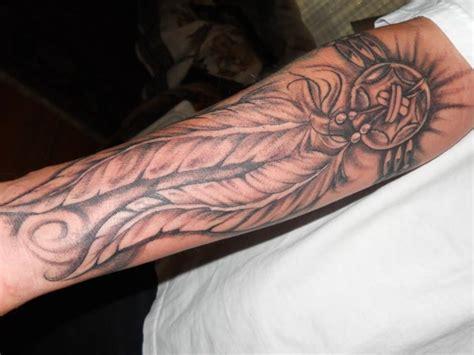 feather tattoo vorlagen feder tattoo bedeutung und vorlagen tattoos zenideen