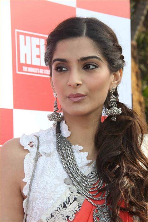 sonam kapoor hairstyles in saree sonam kapoor hairstyles indian beauty tips