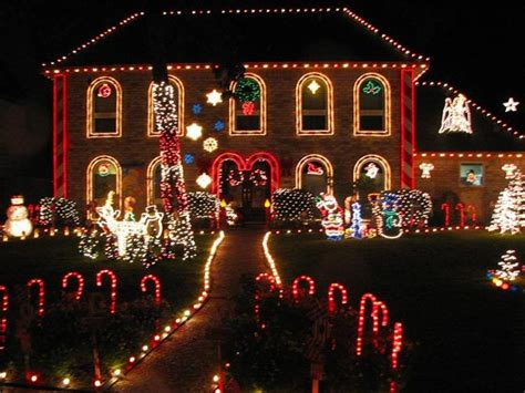 7 u s neighborhoods with amazing christmas lights
