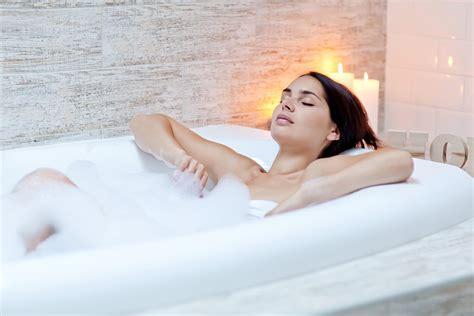 girls naked in bathtub taking a hot bath burns calories simplemost