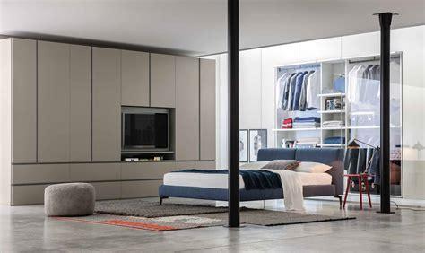 armadio con televisione armadio con anta porta tv girevole